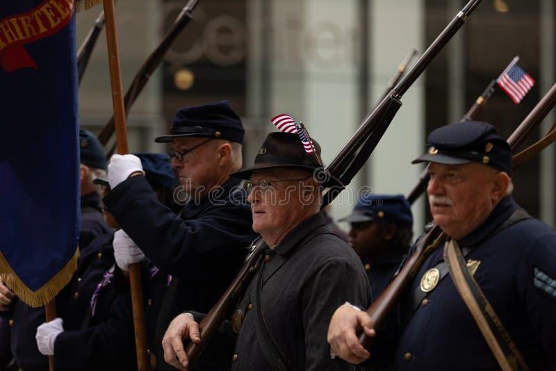 Los héroes americanos desfilan imagenes de archivo
