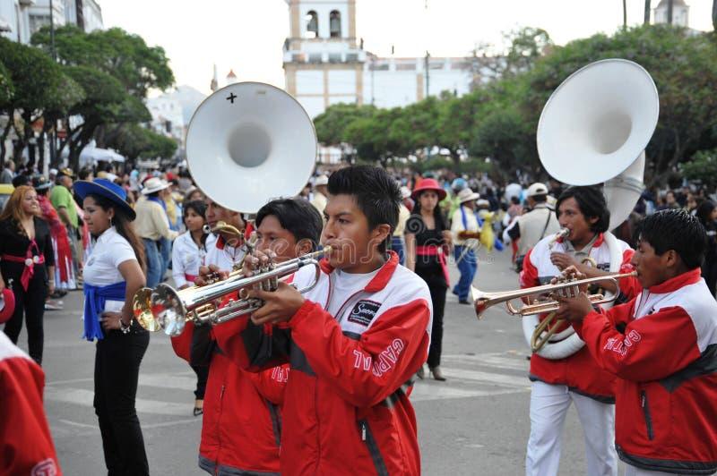 Los habitantes de la ciudad durante el carnaval en honor de la virgen de Guadalupe foto de archivo