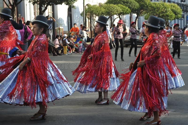 Los habitantes de la ciudad durante el carnaval en honor de la virgen de Guadalupe imagen de archivo