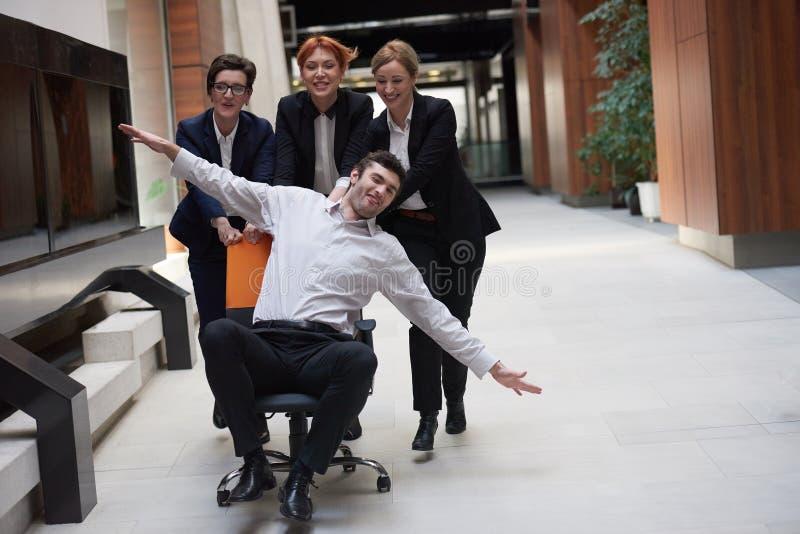 Los hombres de negocios agrupan se divierten fotos de archivo