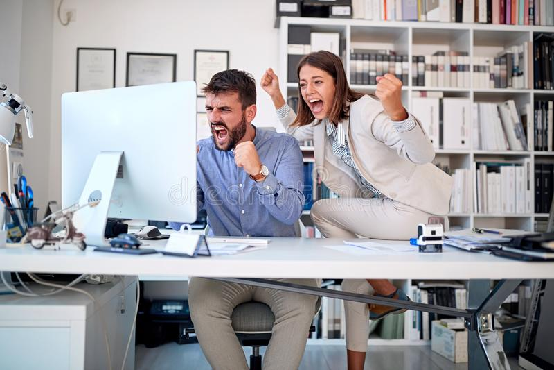 Los hombres de negocios combinan - el trabajo en equipo, concepto del éxito imagen de archivo libre de regalías