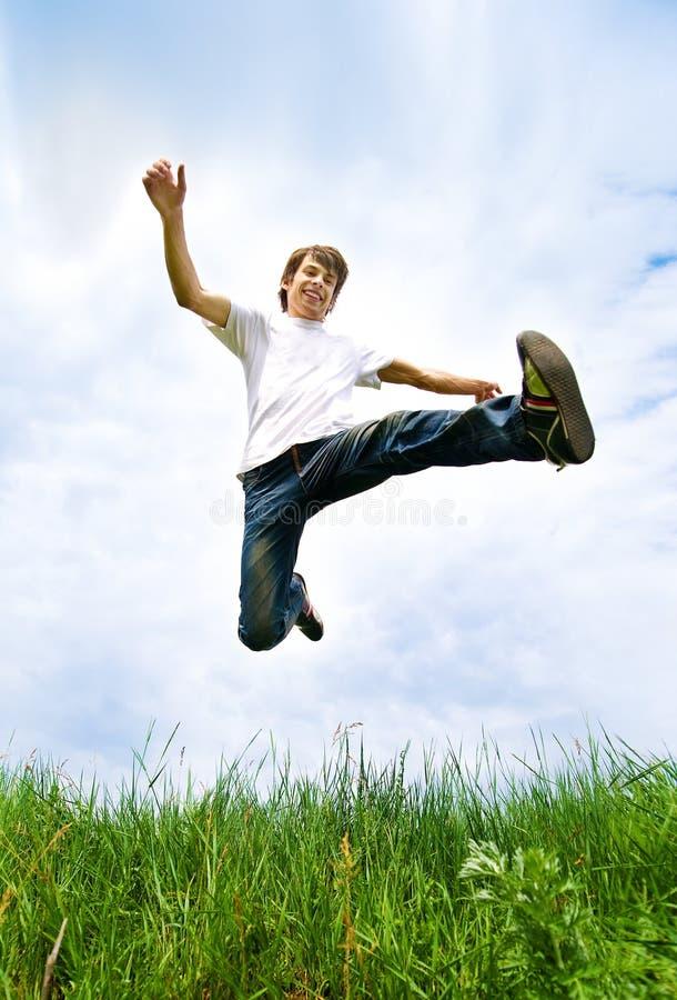Los hombres jovenes saltan fotografía de archivo