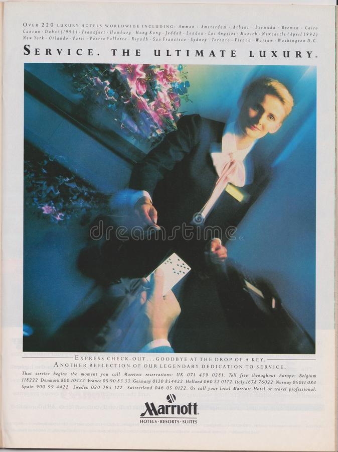 los hoteles de Marriott de la publicidad de cartel recurren las habitaciones en revista a partir de 1992, servicio El último lema foto de archivo