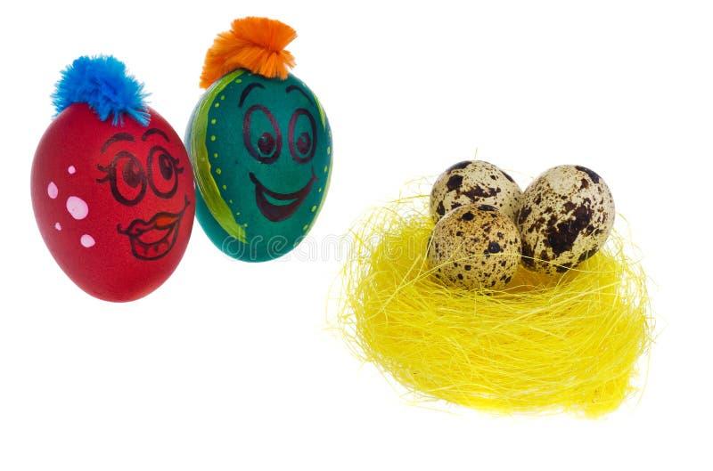 Los huevos en colores naturales miran con el horror, asombro y temen a imágenes de archivo libres de regalías