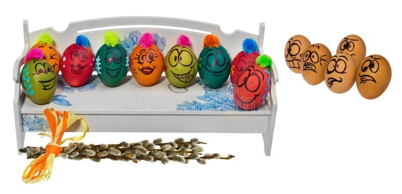 Los huevos en colores naturales miran con el horror, asombro y temen a fotos de archivo libres de regalías