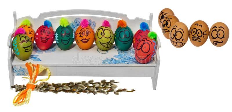 Los huevos en colores naturales miran con el horror, asombro y temen a foto de archivo