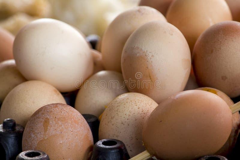 Los huevos en las bandejas hacen muchos tipos de la comida foto de archivo libre de regalías
