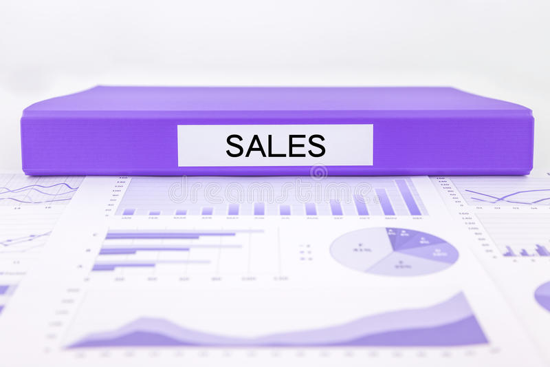 Los informes y el márketing de venta representan el análisis gráficamente de la renta de empresas foto de archivo libre de regalías