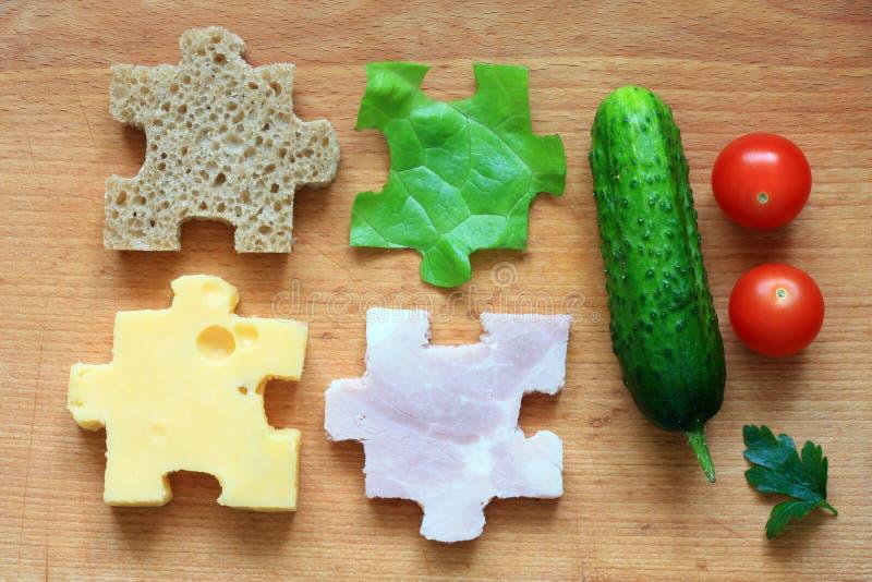Los ingredientes del rompecabezas de la comida adietan concepto creativo fotos de archivo