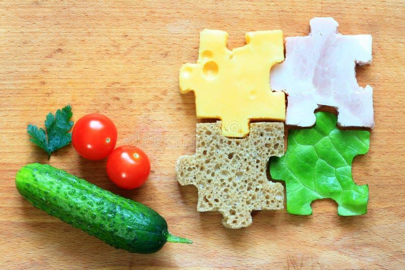 Los ingredientes del rompecabezas de la comida adietan concepto creativo imagenes de archivo
