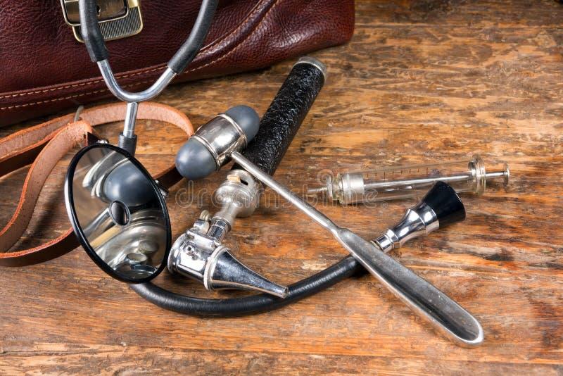 Los instrumentos antiguos del doctor fotos de archivo libres de regalías