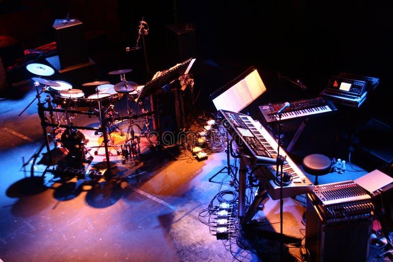 Disposición de la etapa de los instrumentos musicales imagen de archivo libre de regalías