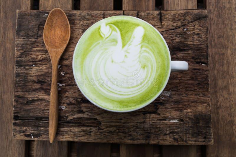Los japoneses beben, taza del Latte del cha de la estera de té verde imagen de archivo libre de regalías