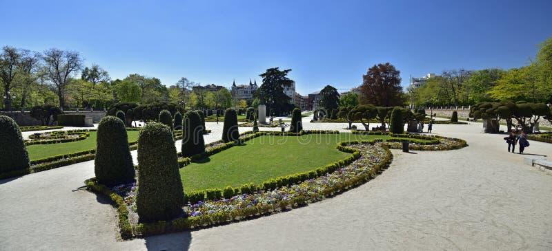 Los Jardines del Buen Retiro Parque del Buen Retiro son el principal parque de la ciudad de Madrid, fotografía de archivo