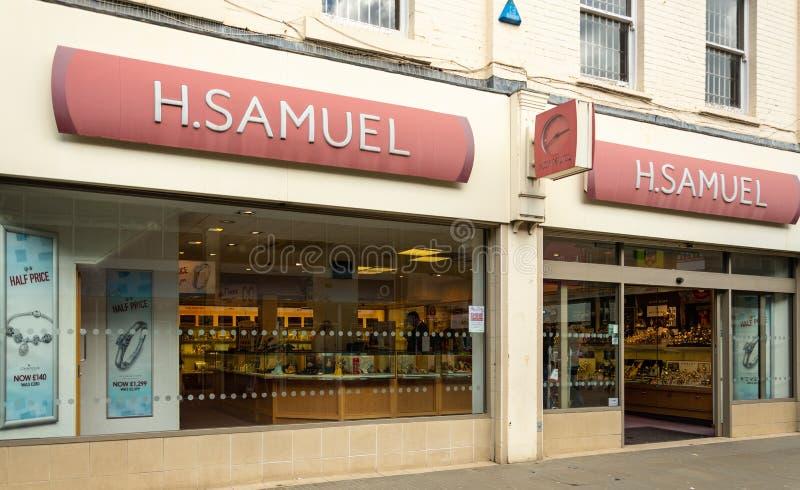 Los joyeros de H Samuel hacen compras Swindon fotos de archivo