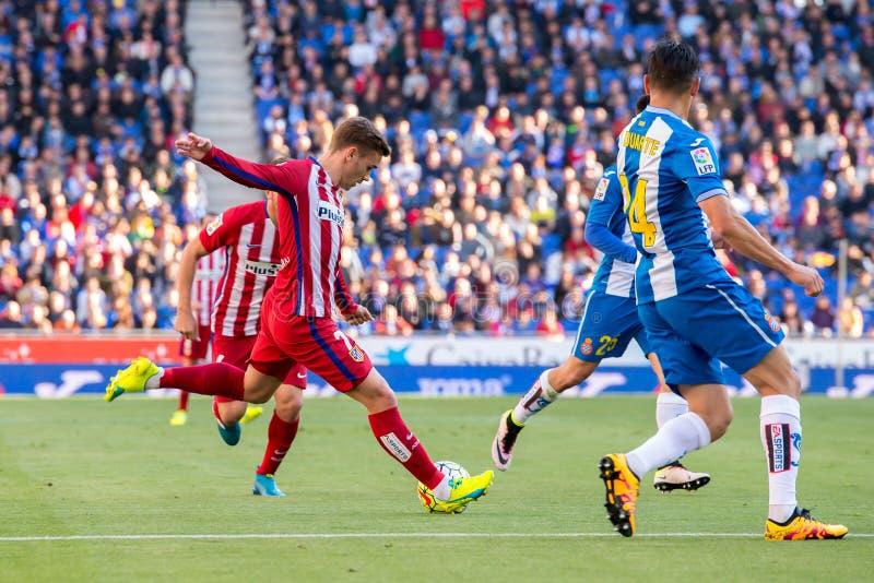 Los juegos de Antoine Griezmann en el La Liga hacen juego entre el RCD Espanyol y Atletico de Madrid en el estadio de Powerade fotos de archivo libres de regalías