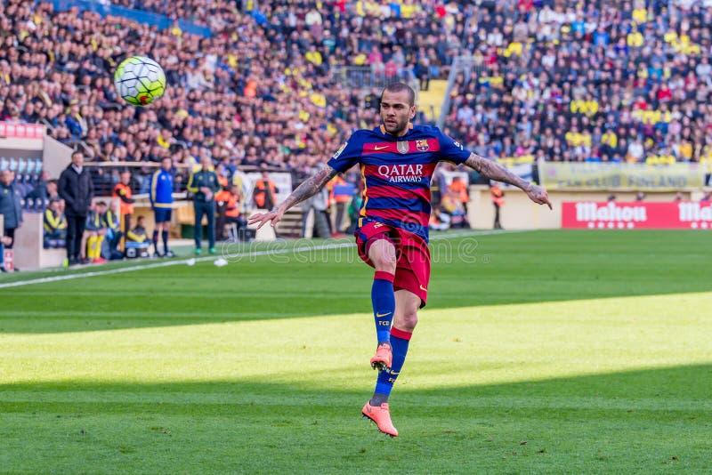 Los juegos de Dani Alves en el La Liga hacen juego entre el Villarreal CF y el FC Barcelona en el estadio del madrigal del EL imagenes de archivo