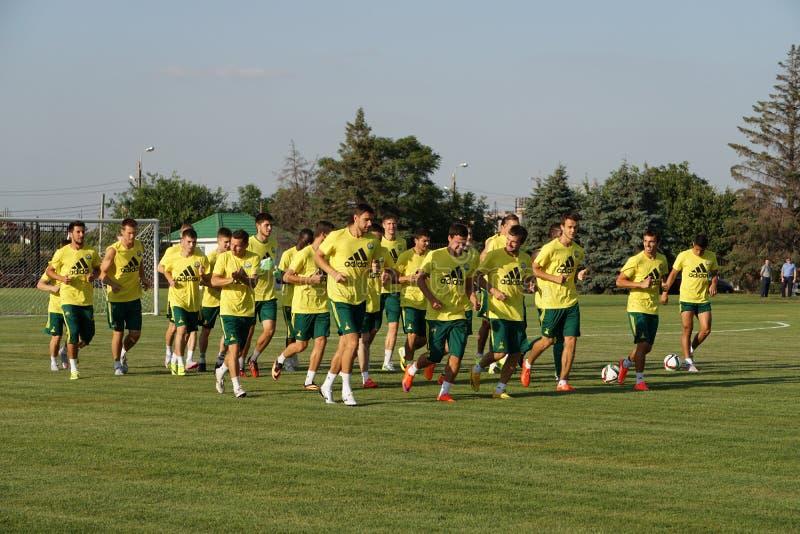 Los jugadores FC Kuban hacen un funcionamiento en el entrenamiento abierto para las fans fotos de archivo