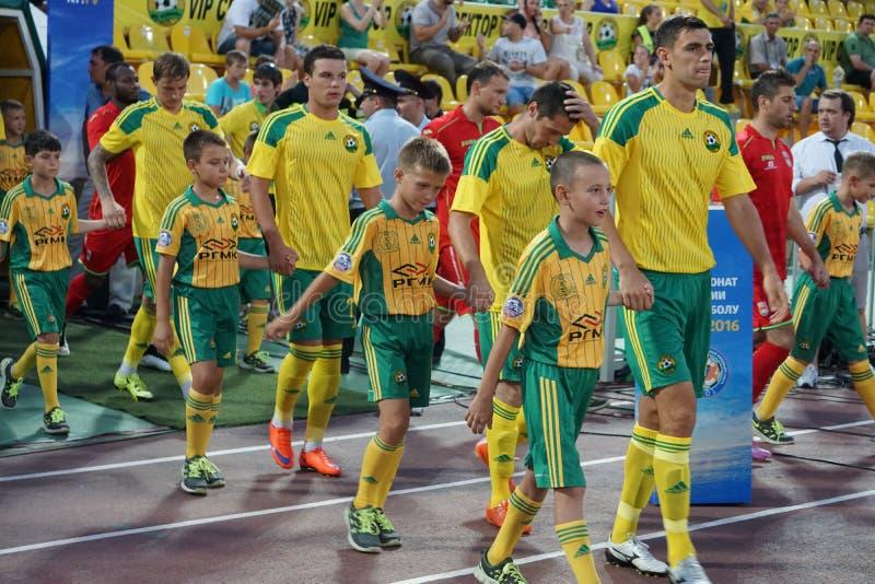Los jugadores FC Kuban van en el campo antes del partido contra FC Ufa imagen de archivo libre de regalías