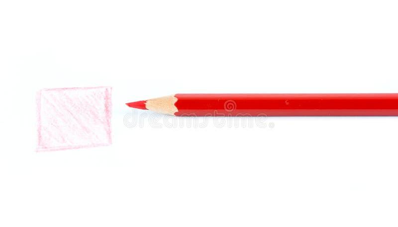Los lápices coloridos dibujan en un papel imagenes de archivo