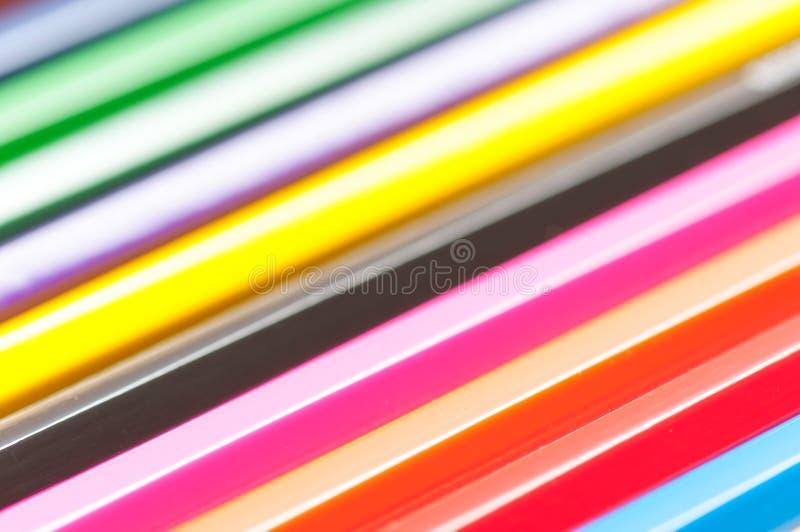 Los lápices del color se cierran encima del tiro macro para el fondo fotos de archivo