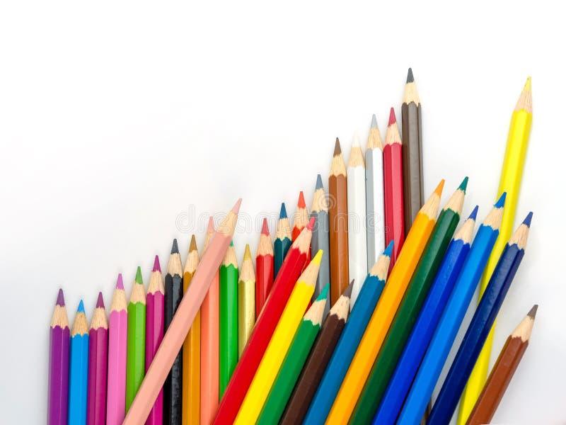 Los lápices multicolores con el espacio libre para el texto en el fondo blanco, lápices del color aislaron imágenes de archivo libres de regalías