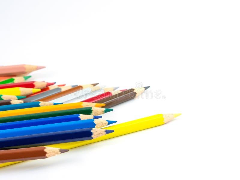 Los lápices multicolores con el espacio libre para el texto en el fondo blanco, lápices del color aislaron foto de archivo