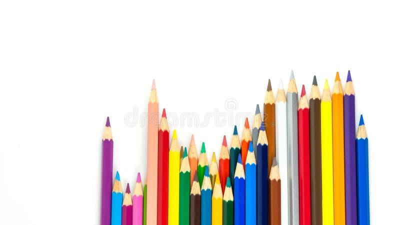 Los lápices multicolores con el espacio libre para el texto en el fondo blanco, lápices del color aislaron fotografía de archivo libre de regalías