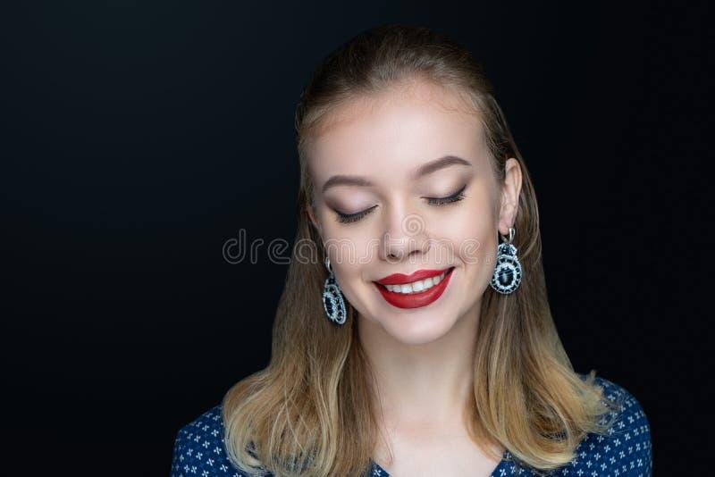 Los labios rojos de la mujer sonríen imágenes de archivo libres de regalías