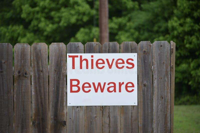 Los ladrones se guardan de la muestra amonestadora de la seguridad foto de archivo