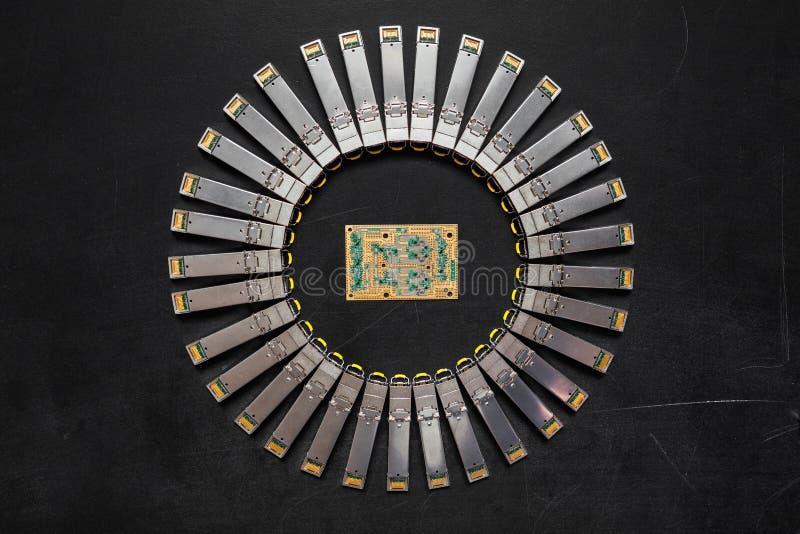 Los módulos de la red de SFP de Internet para el interruptor de red y el oro electrónico platearon a la placa de circuito con los imagen de archivo