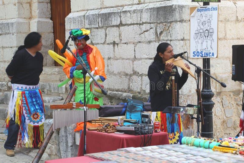 Los músicos están dando un funcionamiento en el inca, Mallorca, España imágenes de archivo libres de regalías