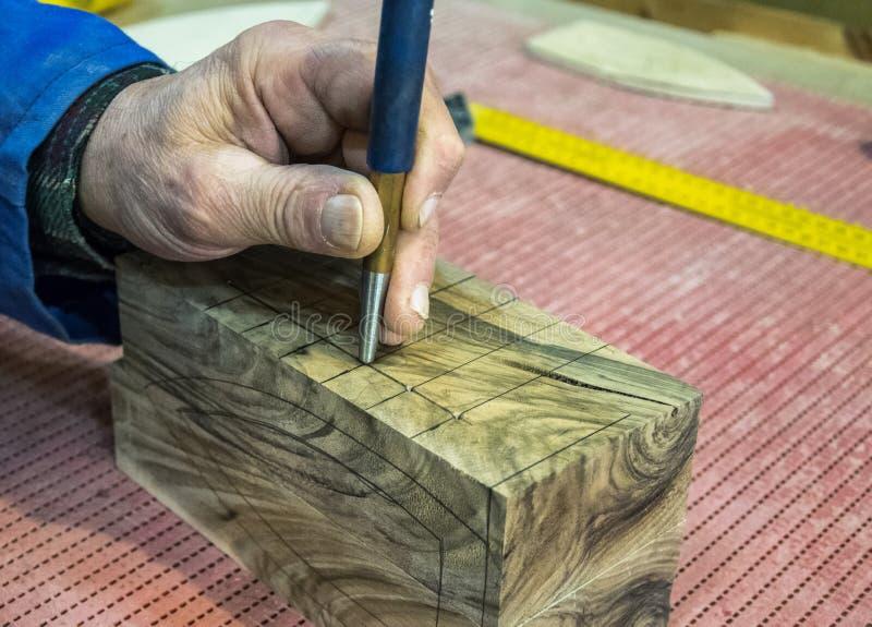 Los Manuales Del Lugar De Trabajo Del Carpintero Trabajan En La