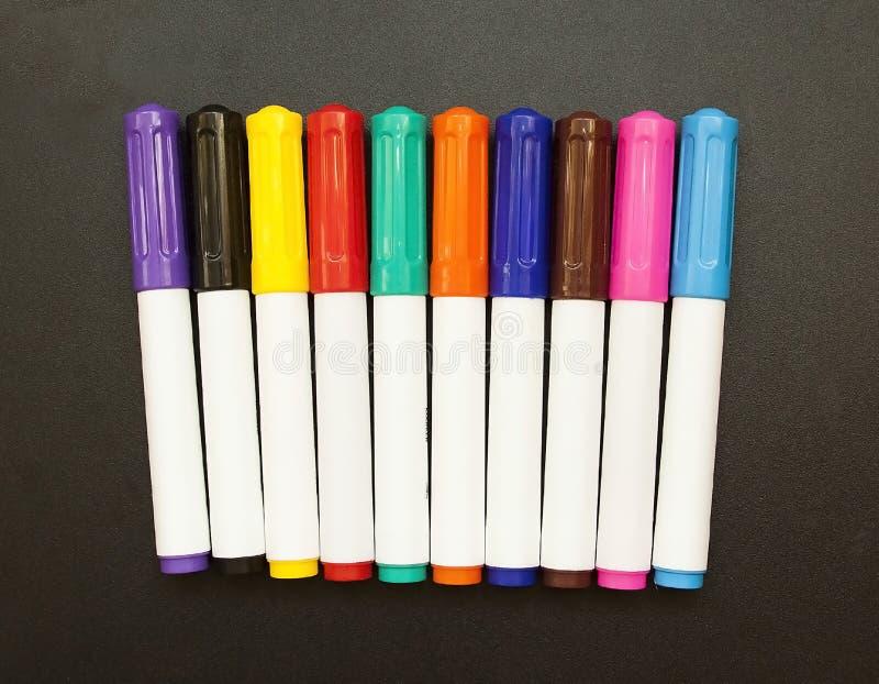 Los marcadores colorearon la escuela del dibujo para los niños y los adultos foto de archivo libre de regalías