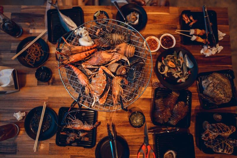 Los mariscos asaron a la parrilla el camarón del buffet de los mariscos, pescado, crustáceos fotografía de archivo libre de regalías