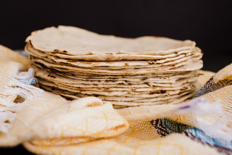 Los mexicanas de las tortillas, maíz hicieron comida mexicana la comida tradicional en México fotos de archivo libres de regalías