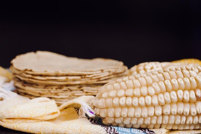 Los mexicanas de las tortillas, maíz hicieron comida mexicana la comida tradicional en México foto de archivo