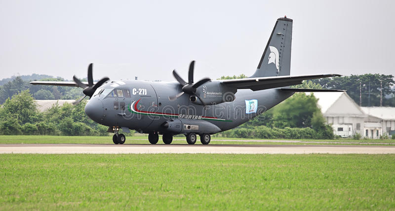 Los militares espartanos de C-27J transportan fotografía de archivo