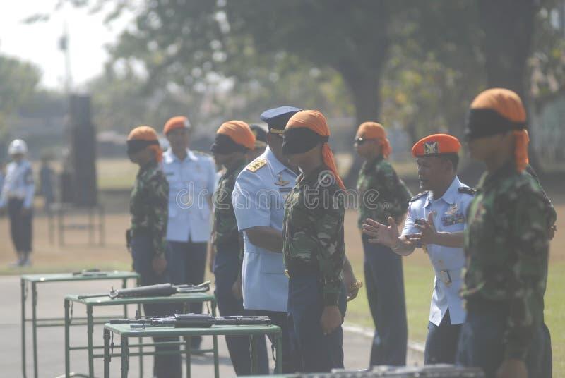 LOS MILITARES INDONESIOS REFORMAN imagenes de archivo