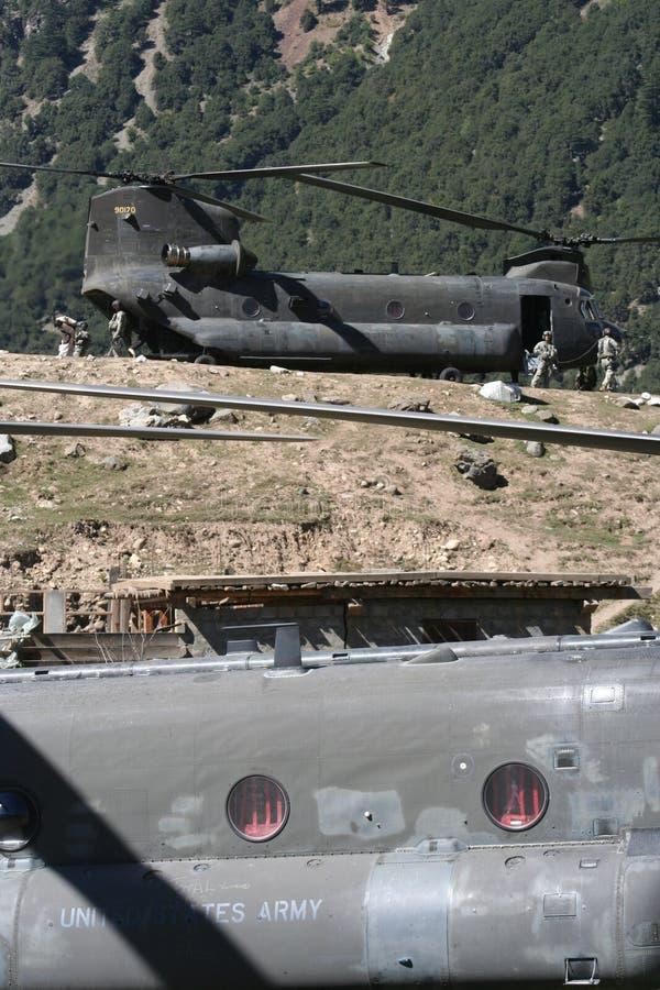 Los militares inundan la ayuda para golpear con fuerza el valle, Paquistán fotografía de archivo libre de regalías