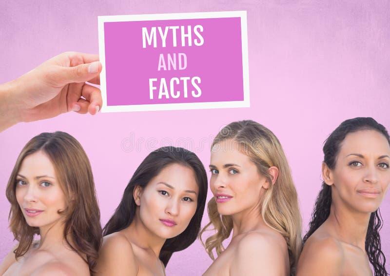 Los mitos y los hechos mandan un SMS y dan a sostener la tarjeta con las mujeres rosadas de la conciencia del cáncer de pecho imágenes de archivo libres de regalías