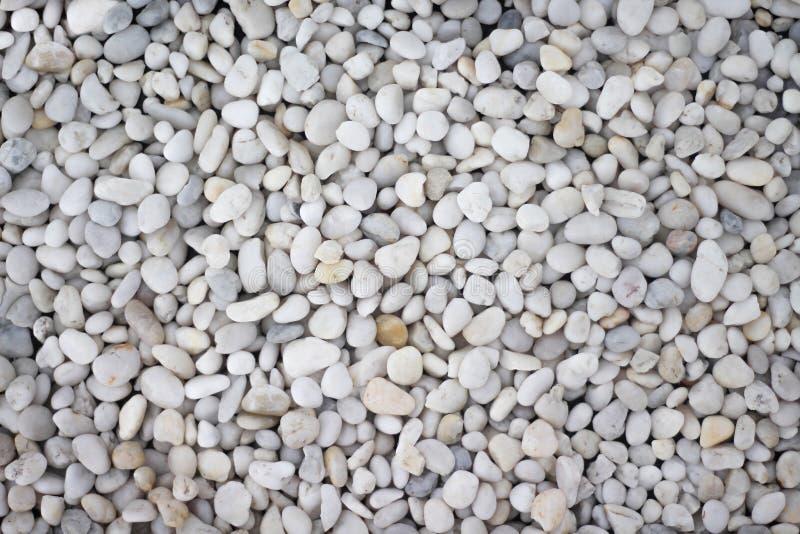 Los modelos de la naturaleza limpian la pequeña opinión superior blanca y gris de la textura de la roca o de la grava para el fon foto de archivo