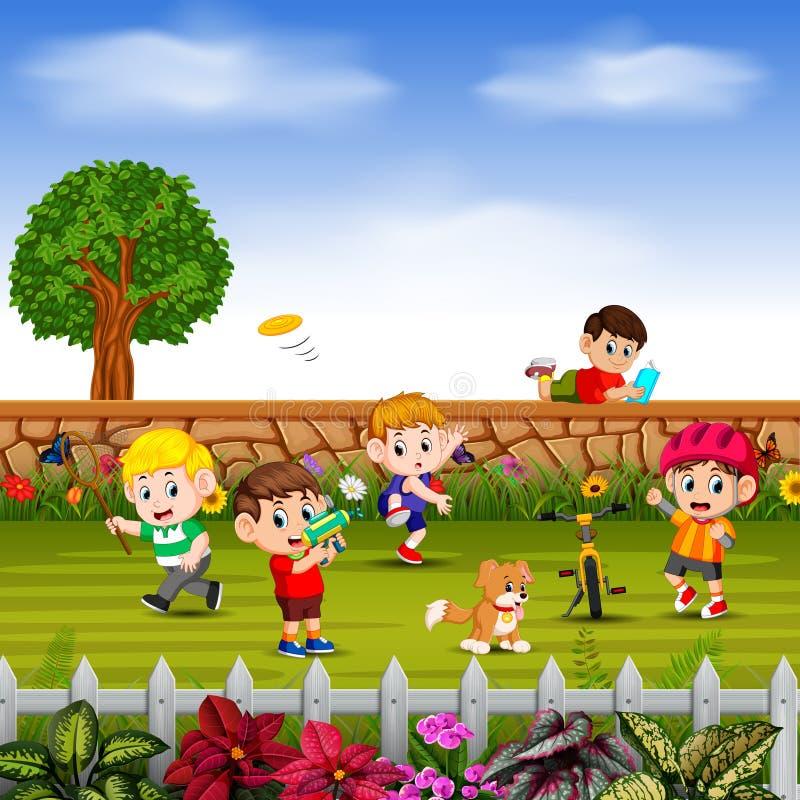 Los muchachos se divierten y juegan juntos en yarda libre illustration