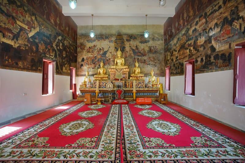 Los murales hermosos famosos de la pared en Wat Ubosatharam en Uthai Thani foto de archivo