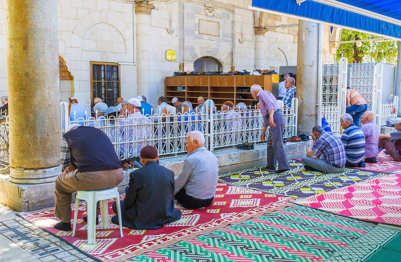 Download Los musulmanes de Antalya fotografía editorial. Imagen de manta - 100530687