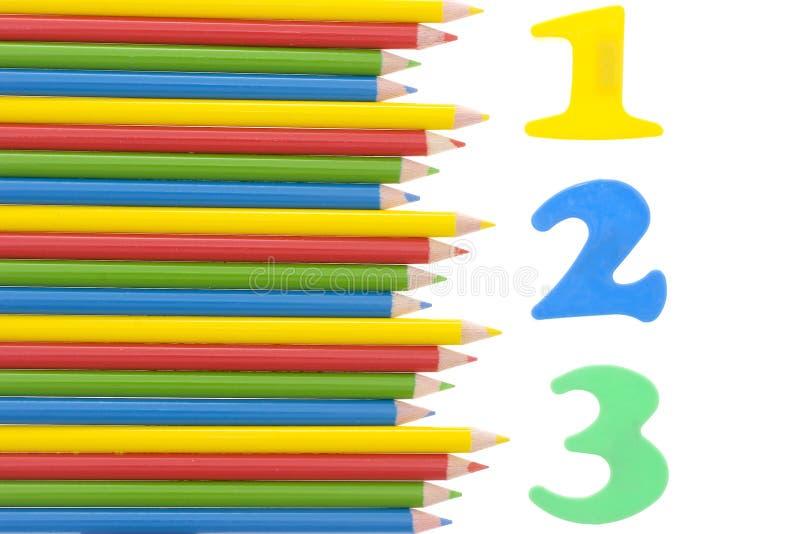 Los números con un color dibujaron a lápiz fotografía de archivo