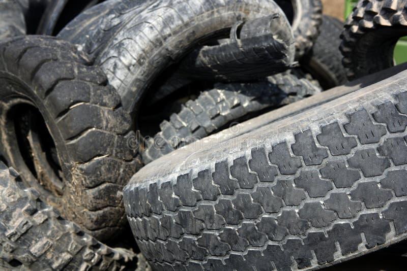 Los neumáticos de la neumática reciclan industria de la ecología fotos de archivo