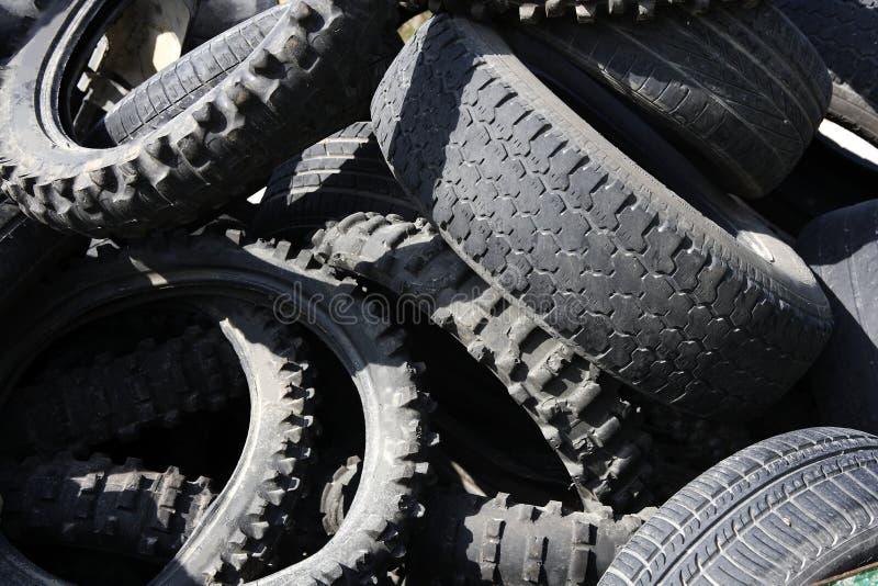 Los neumáticos de la neumática reciclan industria de la ecología imagenes de archivo