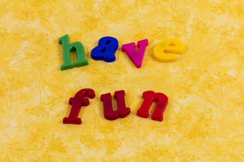 Los niños hacen que el juego de la diversión aprenda optimismo corrido gozan fotografía de archivo