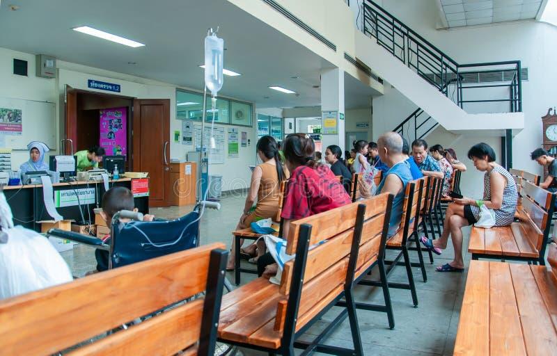 Los pacientes eran sala de espera de los asientos de recibir el tratamiento de un doctor, fondos en hospital en el hospital de Kl fotos de archivo libres de regalías